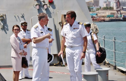 the-two-commanders-talking-on-board-esps-relampago-1024x666